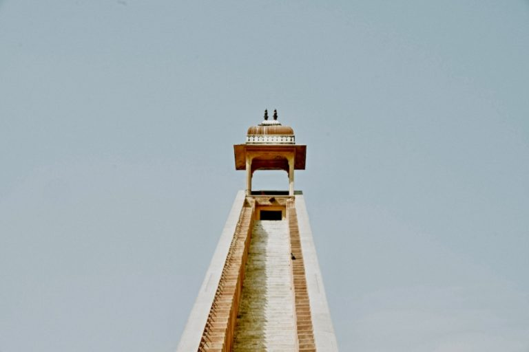 SMART Ziele formulieren Methode beschrieben mit einem Tempel und Stufen