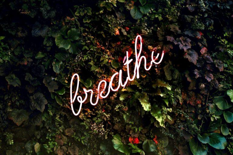 Stress bewältigen beschrieben durch das Wort breathe