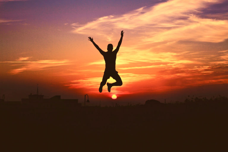 was bedeutet Disziplin, ein Mann der vor Freude springt