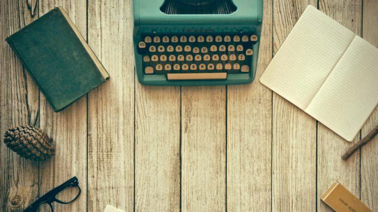 gute Gewohnheiten beschrieben durch einen aufgeräumten Schreibtisch