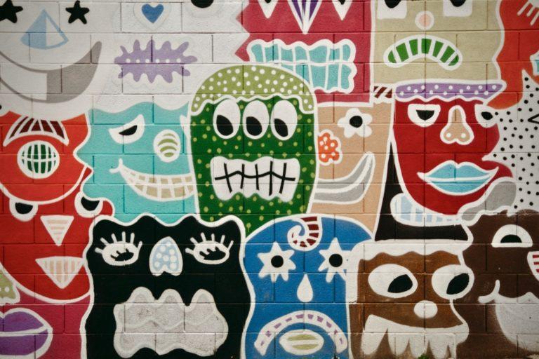 Entscheidungen treffen beschrieben durch Smileys erklärend für menschliche Emotionen