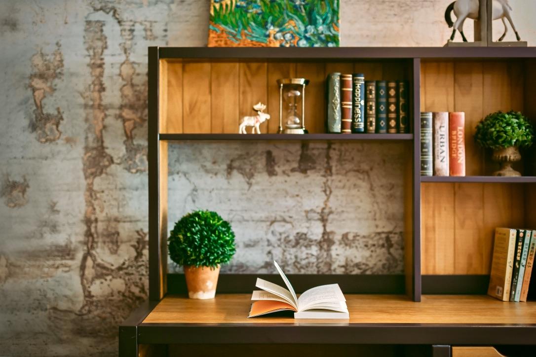 Warum ist Lesen wichtig beschrieben durch einen Schreibtisch
