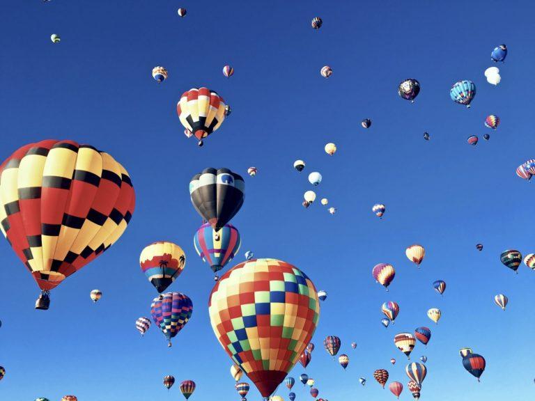 gelassener werden beschrieben durch Heißluftballons vergleichend für das Gedankenchaos