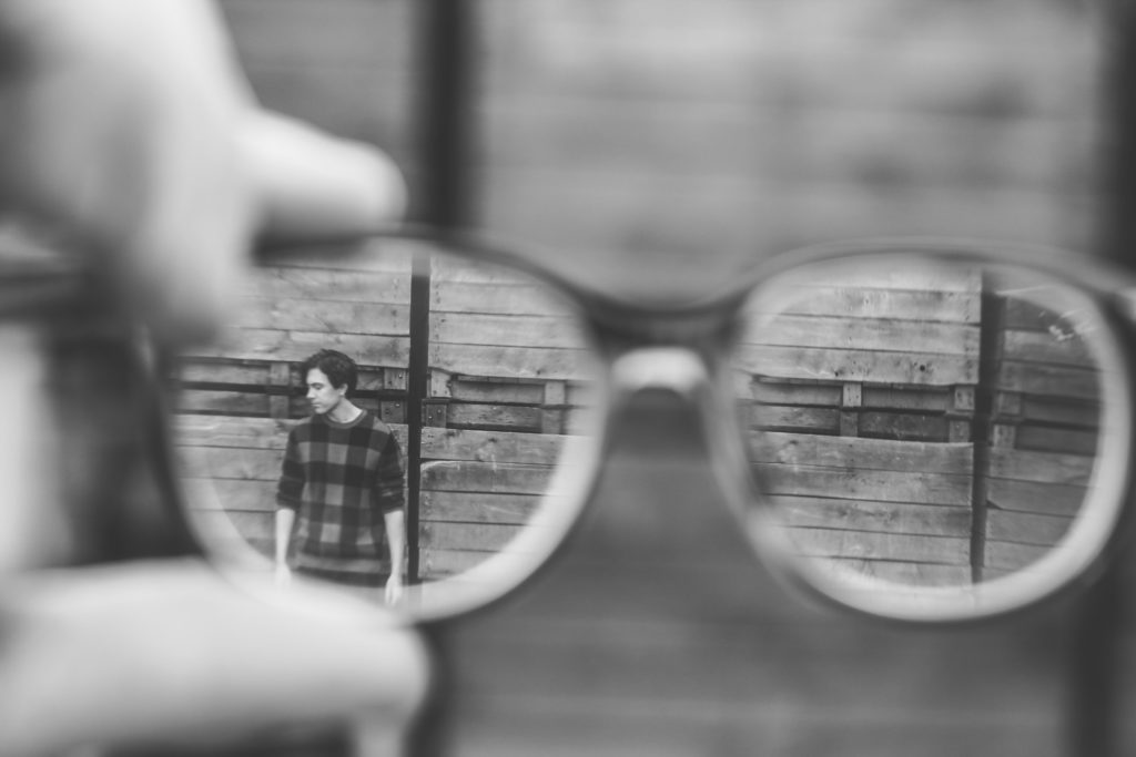 Selbstbild und Fremdbild beschrieben mit einer Brille