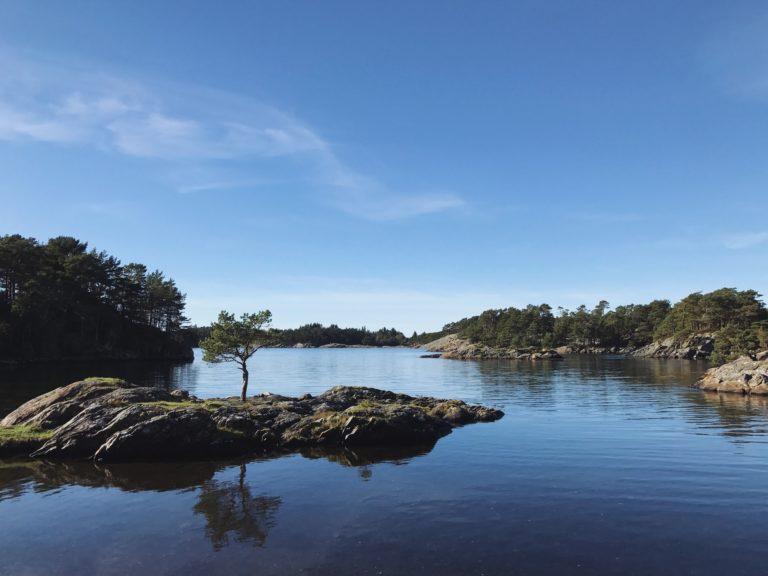 Ruhiger Ort am Wasser, um seine negativen Gefühle loszuwerden