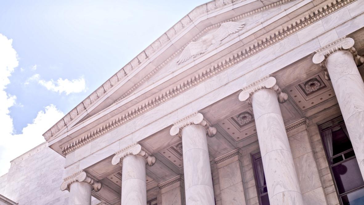 Die 5 Säulen der Identität beschrieben durch ein Gebäude mit fünf Säulen