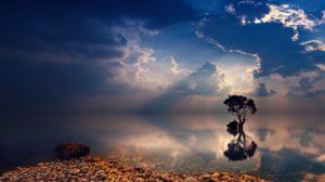 Aktives Zuhören, perspektivisch mit einem ruhigen See
